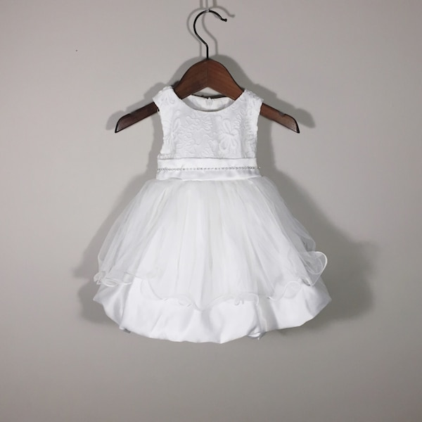 ca581204718 Brukt Baby Girl Formal Dress - Navy   White til salgs i Winnipeg - letgo