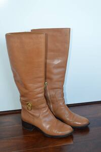 Michael Kors boots, like new. Wore this a couple of time. Size 6