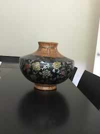 Beautiful Bombay vase Coquitlam, V3E 3L5