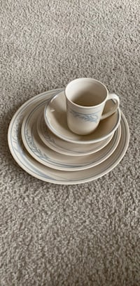 4 place settings - 5 piece corelle dishes with extra dishes Leesburg, 20175