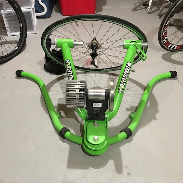 Kinetic Trainer + Extras New