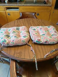 2 roosters chairs pad 176 mi