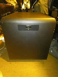 MOVING SALE klipsch 8 inch powered subwoofer Vancouver, V5Y 3J6