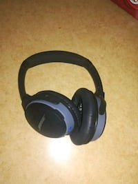 black and blue wireless headphones Laval, H7H 1T1