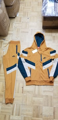 Nike hoody jogging suit Oak Park, 60302