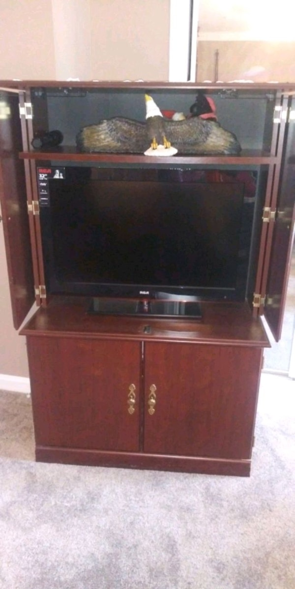 Maple wood dresser and amoire df7c22eb-d088-4fd2-8877-24b640848bd0