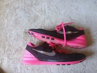 pair of black-and-pink Nike running shoes Beebe, 72012