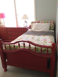 Charming vintage twin sisters bedroom set Sterling, 20165