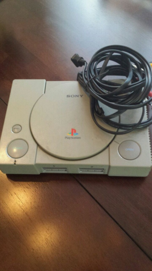 Sony PS1 w/ TV and power cables