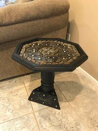 End table with beautiful deisign handmade in Morocco