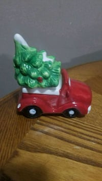 Christmas truck and tree salt and pepper shaker set Youngstown, 44515