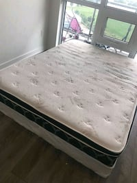 white and black floral mattress Mississauga, L5M
