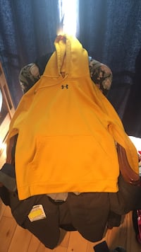 Men's mustered yellow under armour pullover hoodie Pickering, L1W 2C6