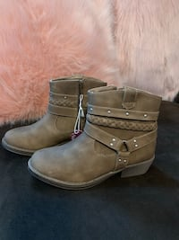 Girls size 2 boots new with tags Aston, 19014