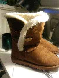 pair of brown sheepskin boots Alexandria, 22310
