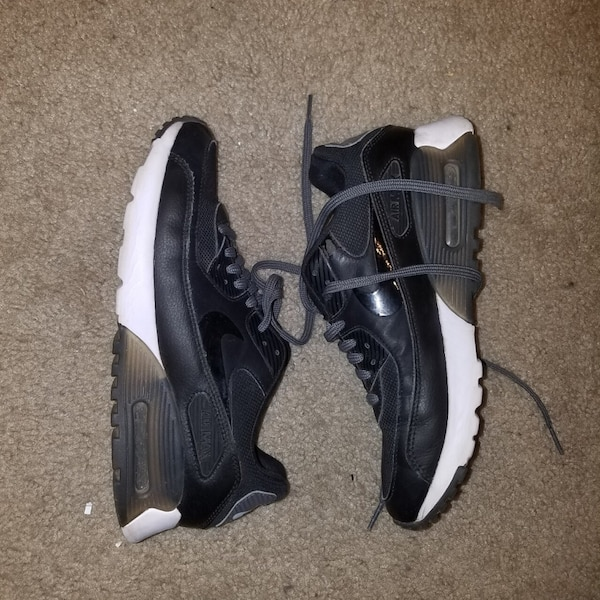 524cfb266db Used Barely Worn Nike Air Max Size 8 Womens for sale in San Jose - letgo