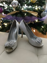 Steve Madden Silver Fabric Pumps - size 6