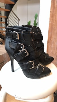 Size 6 leather heels with buckles Toronto, M6G 3G8