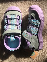 New toddler sneakers, 9us