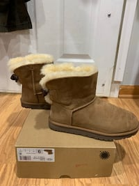 WOMENS UGGS SIZE 9 ON ALL Lorton, 22079