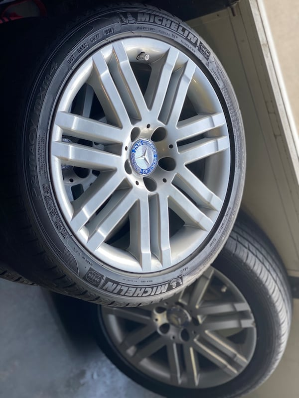 Mercedes Benz 17in Wheel f63c9969-d4fe-4ee4-a8e6-dfce8aced737