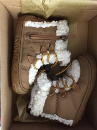 Brand new toddler ugg boots size 7c Cranston, 02920