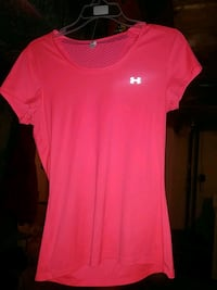 Under Armour ladies shirt size small Guelph