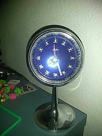 round silver footed analog desk clock