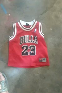 red and white Chicago Bulls 23 jersey Stockton, 95205