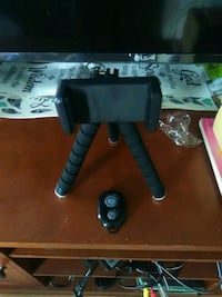Brand new tripod for a iphone or android phone Findlay, 45840
