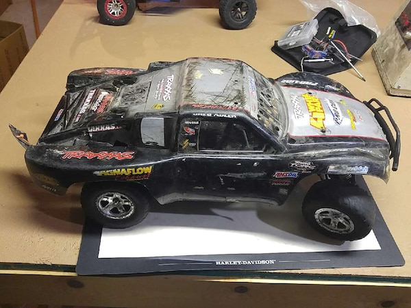 Used Traxxas slash 2wd brushless rc car for sale in West