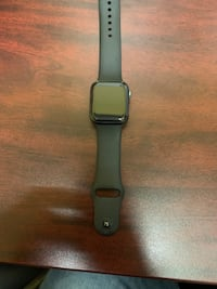 Apple Watch series 4 40mm GPS + cellar Newmarket, L3Y 3E3