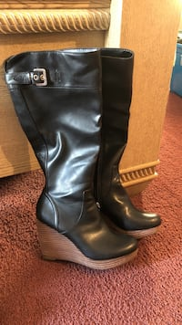 pair of black leather knee high boots Saugerties, 12477