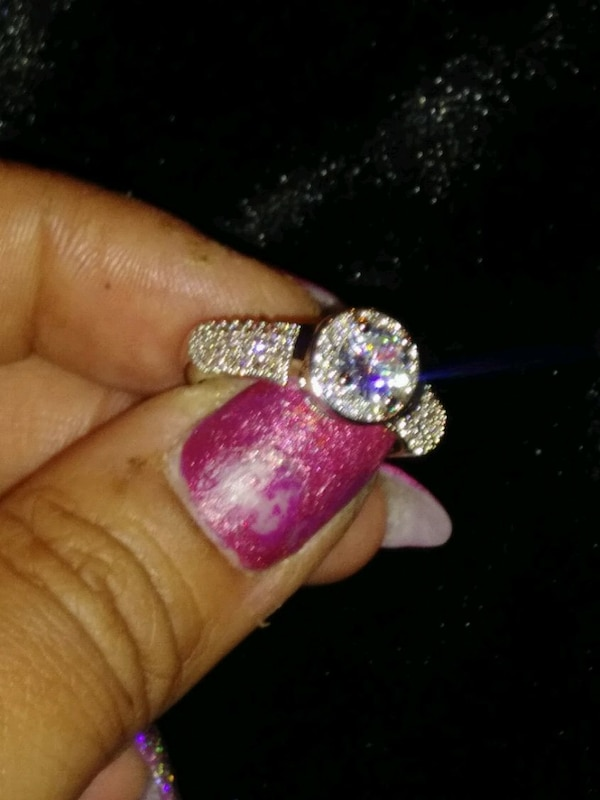 ***COCKTAIL/ENGAGEMENT RING*** 0abca5a9-7cdc-4243-86e9-90f1ec489164