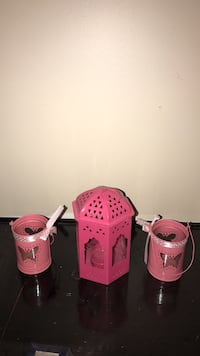 two pink and one pink plastic containers 3124 km