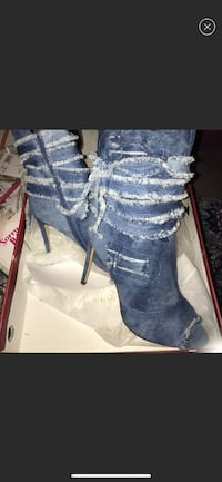 Cute jean shoes, never worn/ New York, 10026