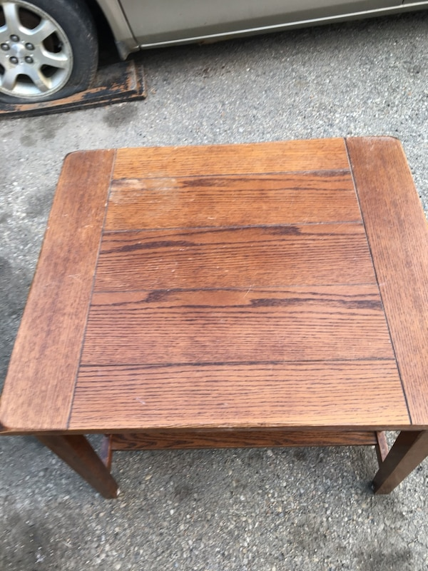 End table 911b400b-2a2b-41f3-b8dc-3f212c65307b