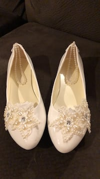 pair of white floral flats New Hyde Park, 11040