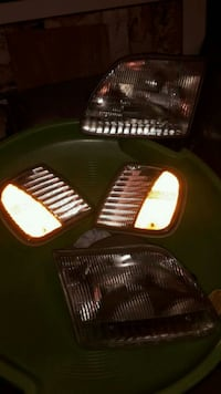 97-03 F150 or expedition head lights Hagerstown, 21740