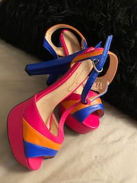 Fashionable high heels shoe size 7 Toronto, M3A 2G4