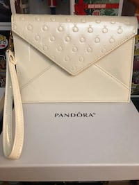 white leather Kate Spade wristlet 马卡姆, L3S 3R5