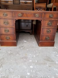 Mahaogny lawyers desk with leather top Toronto, M5A 4A5