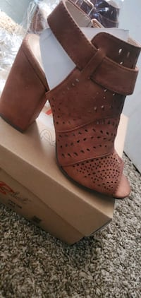 Shoes, size 5 1/2 Garland, 75040