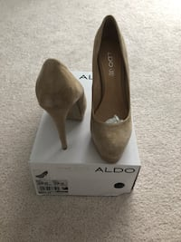 Beige closed toe pumps size 39 only worn once Vaughan, L4L 1A6
