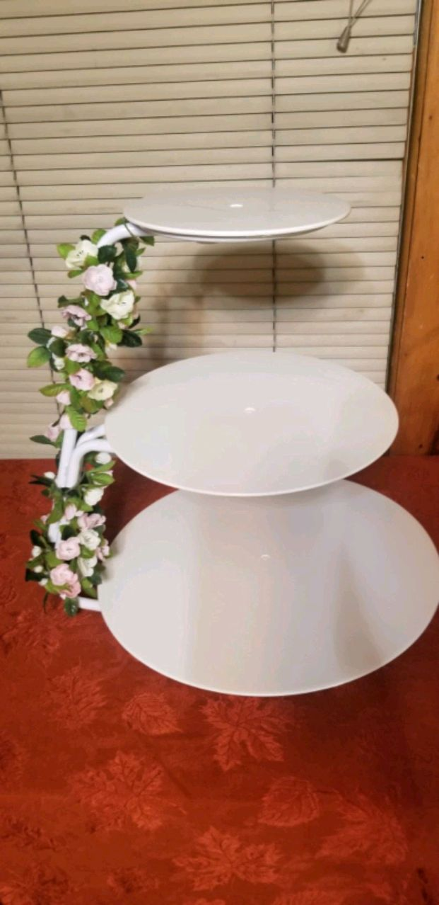 Photo 2001 Wilton floating 3 tier cake stand