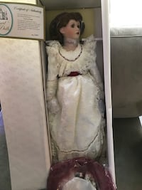 'Court of Dolls' collectible porcelain doll Columbia, 21044