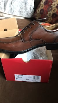 Unpaired brown leather dress shoe with box
