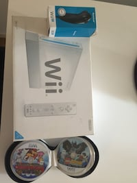 Nintendo Wii and 33 games with extra controllers Gothenburg, 417 62