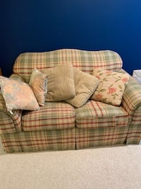 BROYHILL COUNTRY PLAID SOFA AND ACCENT CHAIR Woodbine, 21797