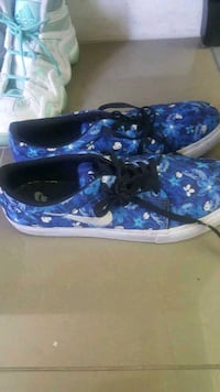 blue-and-white floral Vans low top sneakers Surrey, V3X 1P3